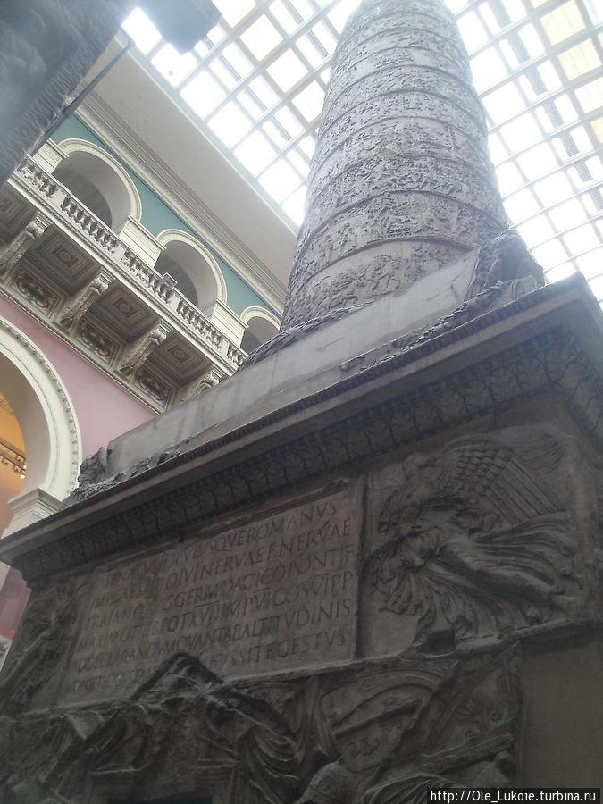 Вот эта колонна в зале музея