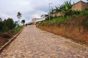Мощёная улица. В Руанде, кстати, много таких.