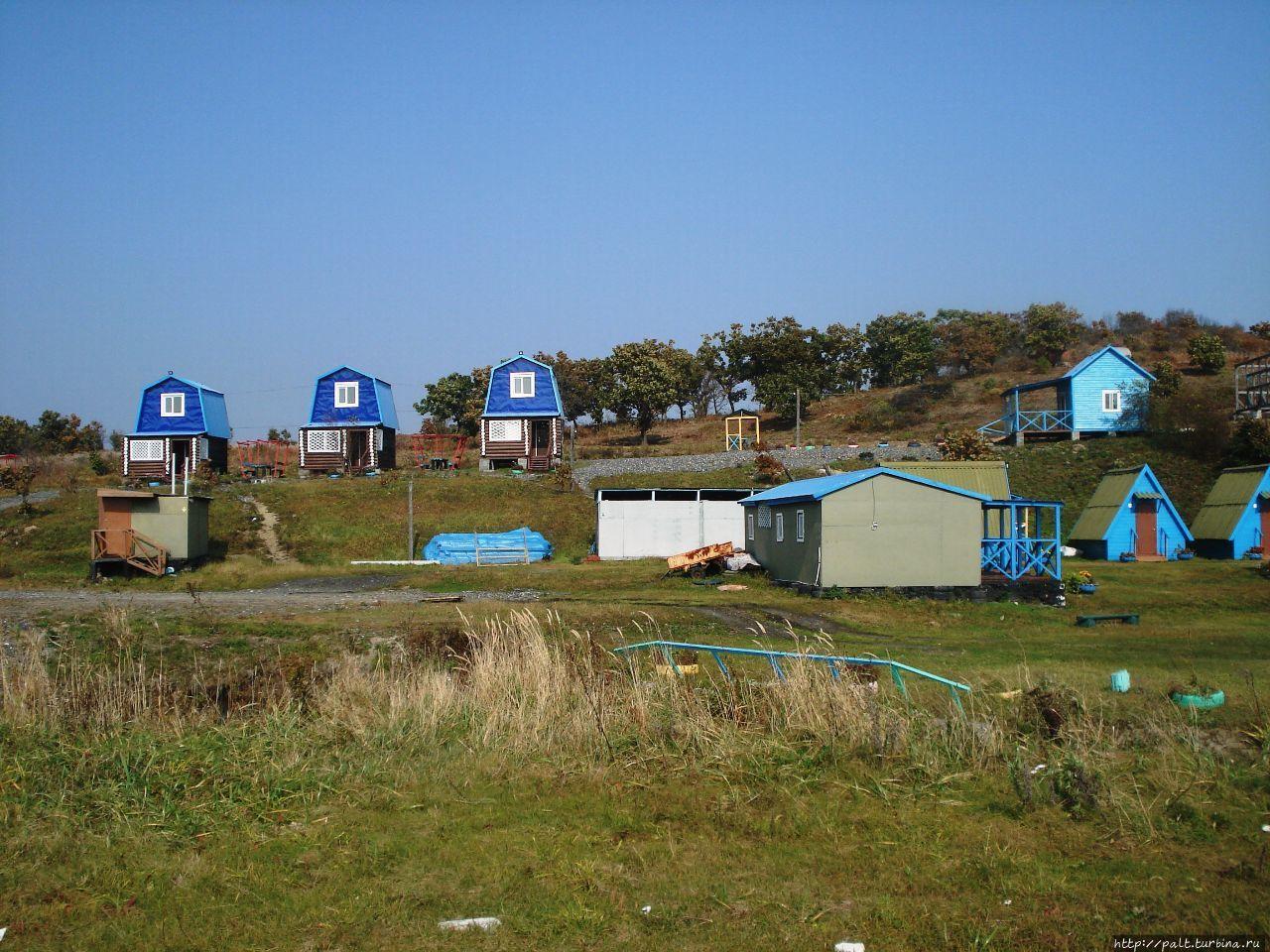 База на берегу бухты Бойс