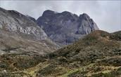 Ориентиром служит вот эта гора: скала Campanilla Nеgro — «Черный Колокол»