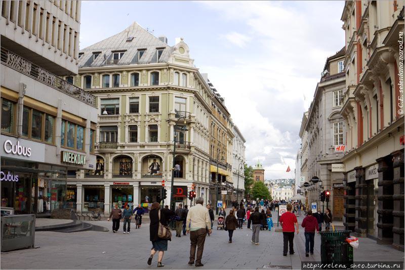 7. Достойная главной улицы архитектура. Видно, что ей много лет.