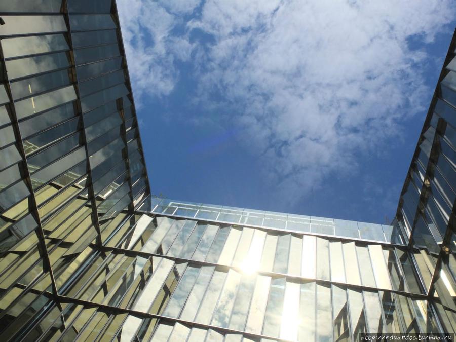 офисный комплекс Quattro Corti. Здесь же офис Газпрома