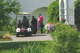 Можно пронаблюдать интересный способ передвижения монахинь по территории монастыря.