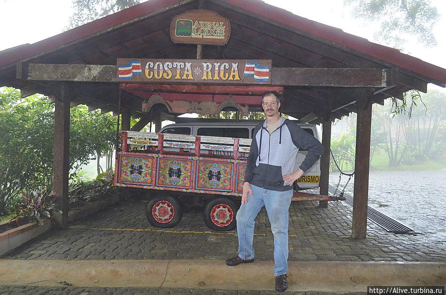 кофейная расписная тележка — один из символов страны
