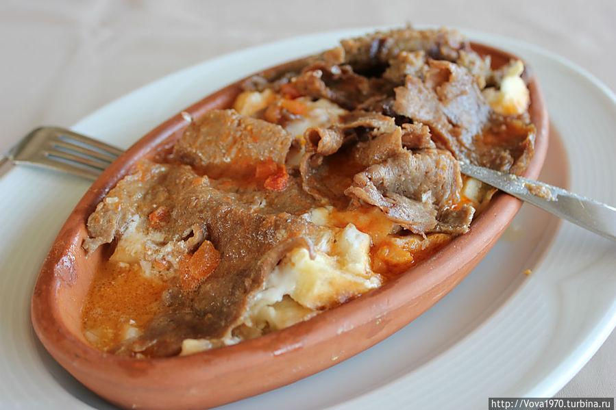 Искендер кебаб в ресторане отеля Golden Horn, Sultanahmet.