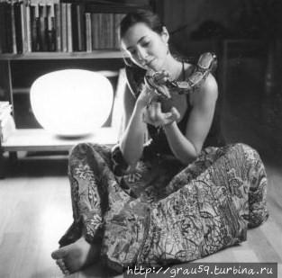 Мария Левинская со змеёй (фото из Интернета)
