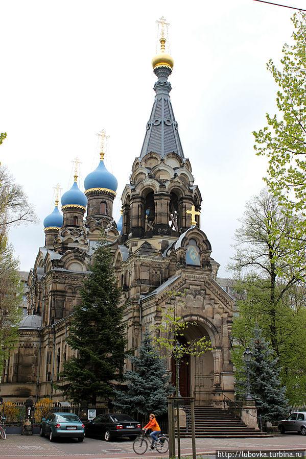Православная церковь в 5 минутах от отеля.