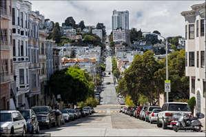 Город расположен на крутых холмах. Дух захватывает, когда автомобиль проваливается вниз после очередного подъема в горку, словно ты катаешься на Американских горках, а в голове вертится фраза знаменитой песенки:  If you're going to San Francisco..