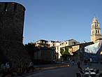 В 1486 году замок был вновь реконструирован и укреплен по личному приказу Католических Королей Фернандо и Исабель, в чьем владении в то время он находился. Сколько феодальных войн, сколько убийств и предательств видели древние стены замка! Мятежные герцоги прятались в его холодных залах... Во время наполеоновских войн крепость была взята французами, но стены ее устояли... В 21 веке величественный замок был отреставрирован. Сегодня это один из интереснейших исторических монументов Испании, посетить который мечтает любой любитель старины и истории. Замок по-прежнему жив. Каждый год, в первое полнолуние июля, здесь собираются современные тамплиеры и устраивают великолепный праздник...