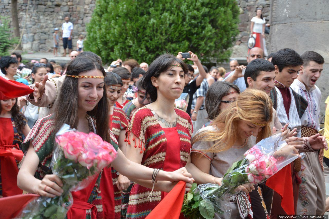 Праздник В Армении Когда  Юбки