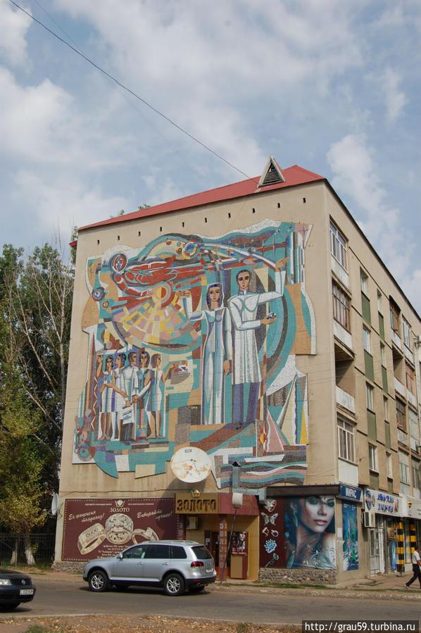 Вдоль по главной улице Уральска Уральск, Казахстан