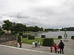 Вид на озеро и парк от дворца.