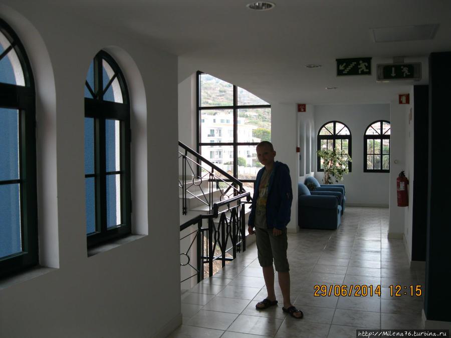 В коридоре отеля