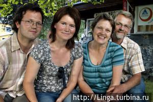 Управляющая хостелом  семья — фотография с букинга.