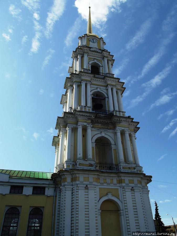 Колокольня построена в 1804 году — на 47 лет раньше собора