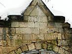 Так и оказалось, что это знаменитые старицкие белокаменные кузницы, построенные городским архитектором , Матвеем Алексеевичем Чернятиным, работавшим в одно со Львовым время. Мы обнаружили дату 1798 г., хотя, говорят, есть где-то  дата 1792. Но нам не удалось её найти. Наверное, снегом засыпало...