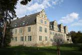 Замок построен на месте крепости 13 в. в 1534-1538 г.г. Сейчас здесь финансовый отдел муниципалитета.