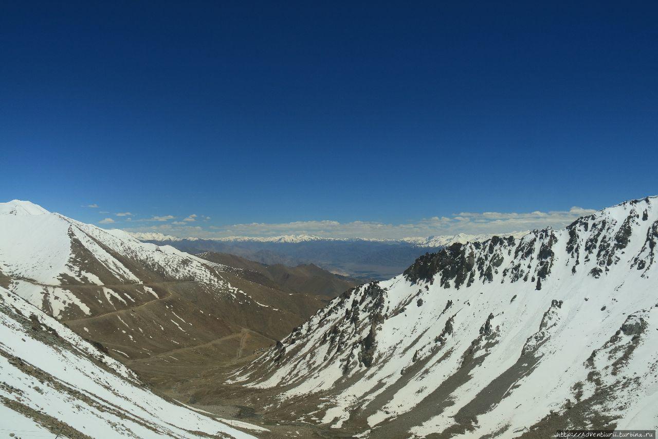Вид с перевала Кхардунг —