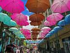 известная по многим фото галерея из зонтиков, похожую я видел буквально неделю в Бельгии