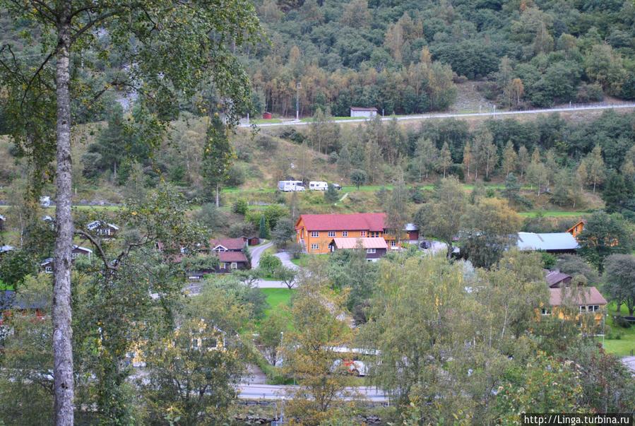 Наш хостел  и со смотровой площадки хорошо виден