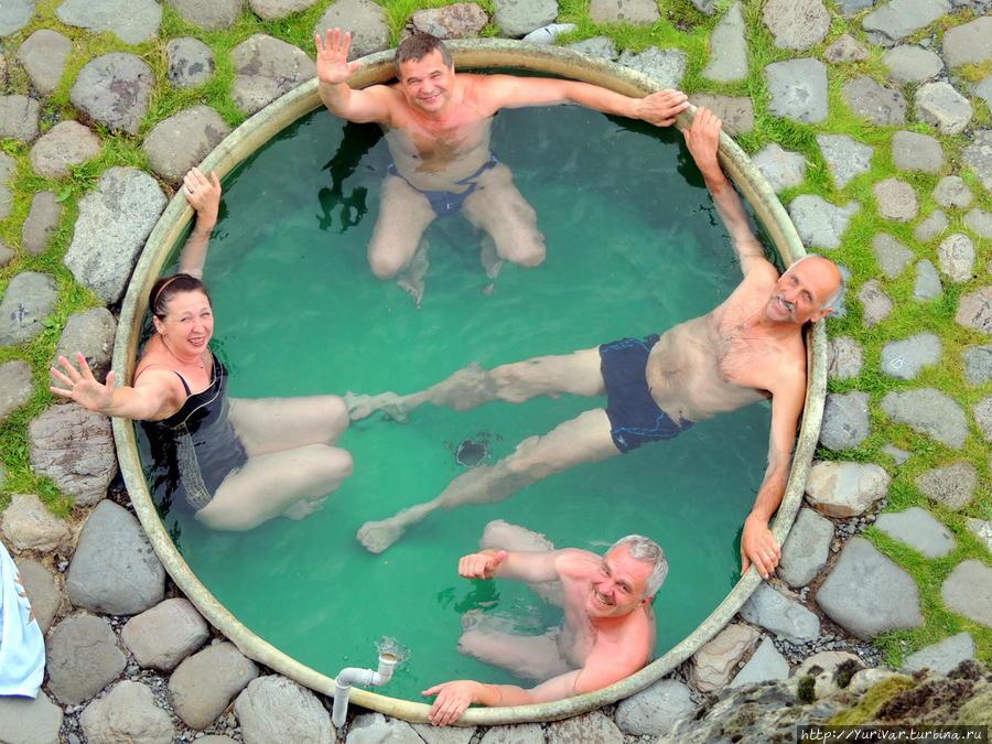 Горячие ванны под исландским ледником Ватнайокюль Хёфн, Исландия