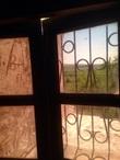 Единственное окно в церкви Божьей Матери Сицилийской