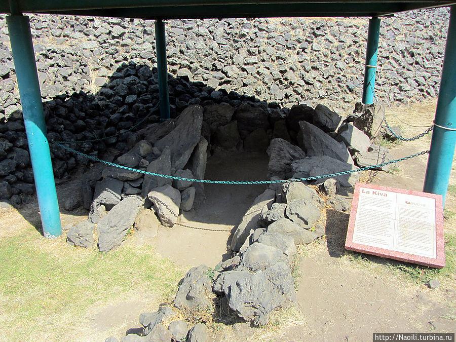 Кива — круглая камера, построенная примерно в 150 году до нашей эры, открывшим ее  археологам она напомнила круглые полуподземные камеры североамериканских индейцев.