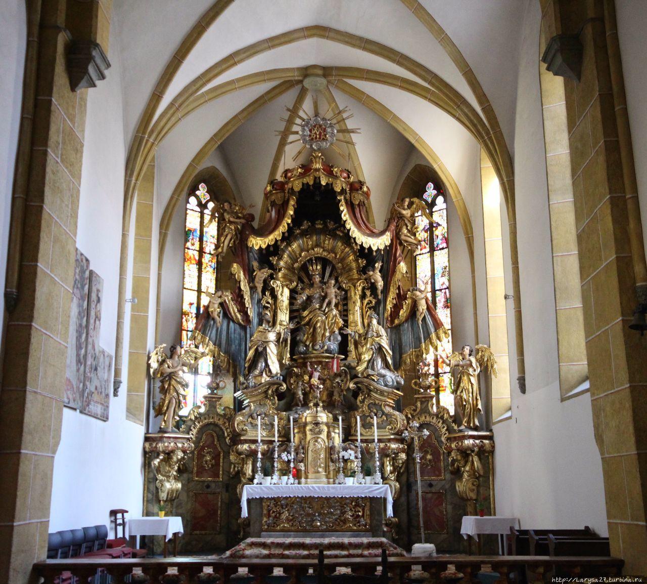 Главный алтарь церкви Св.