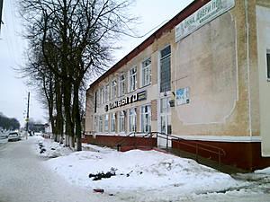 Но лучше выйти на самую центральную и самую советскую — Первомайскую улицу