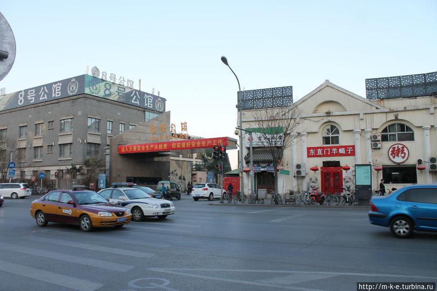 Ориентир для поворота к баням с улицы Chaoyang Park Rd.