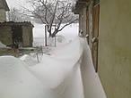 Здесь высота около метра, но это только первый день снегопада