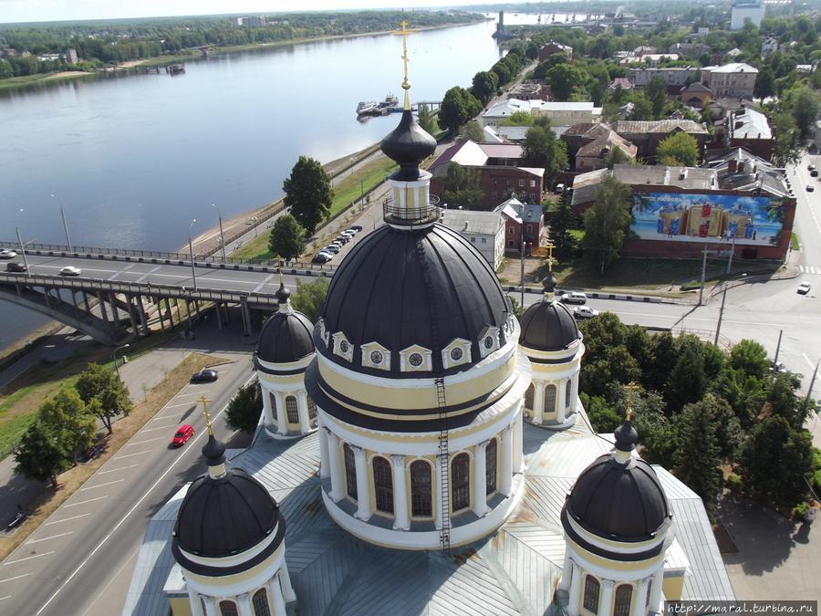 Потрясающий вид на Рыбинск открывается с колокольни Спасо-Преображенского собора
