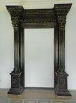 Единственный полностью сохранившийся дверной портал
