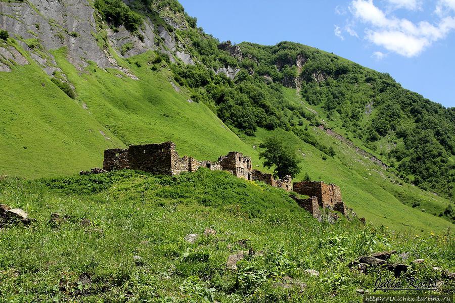 Развалины какого-то поселения