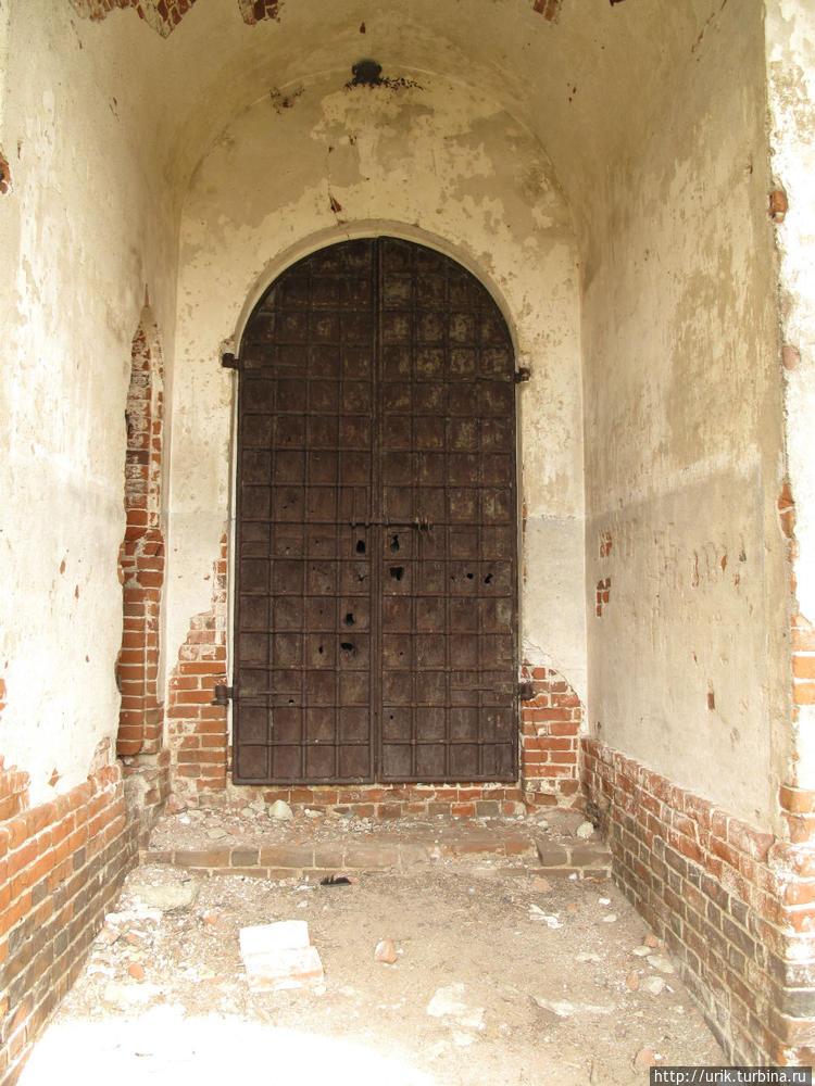 Основательна дверь, препя