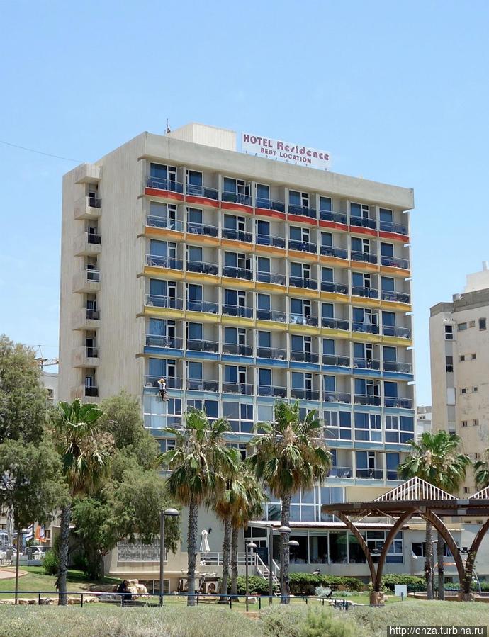 Вид на отель от лифта на пляж