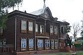 Старое здание на Демидовской площади.