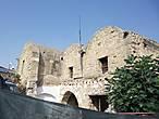Это тоже постоялый двор Кумарджилар Хан. Постройка огорожена , т.к. представляет реальную опасность и находится в процессе капитального ремонта. Здание датируется 17 веком и переводится , как