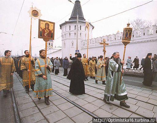Освящение часовни во имя святого благоверного князя Даниила Московского. 17 марта 1998 года. (фото из интернета)