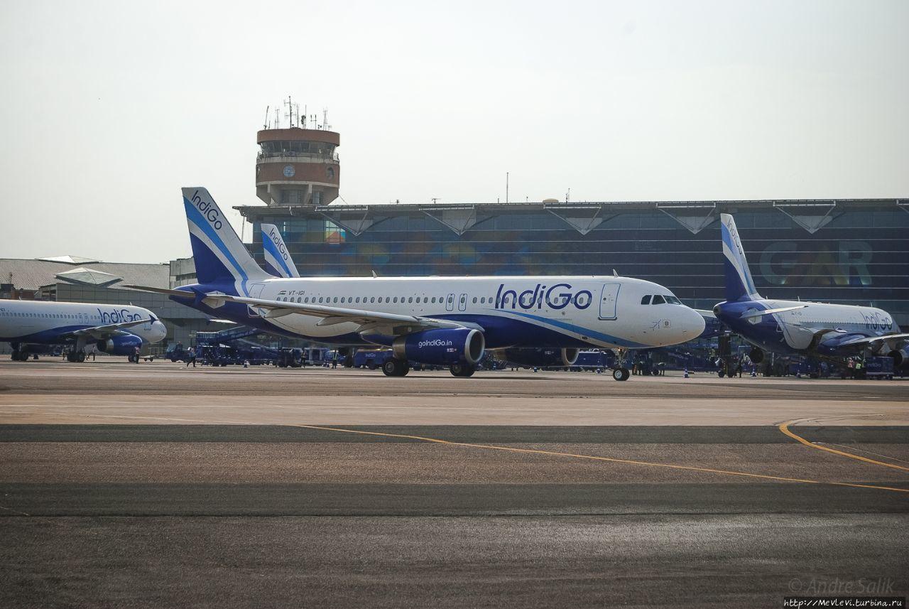 В аэропорту в Дели Дели, Индия