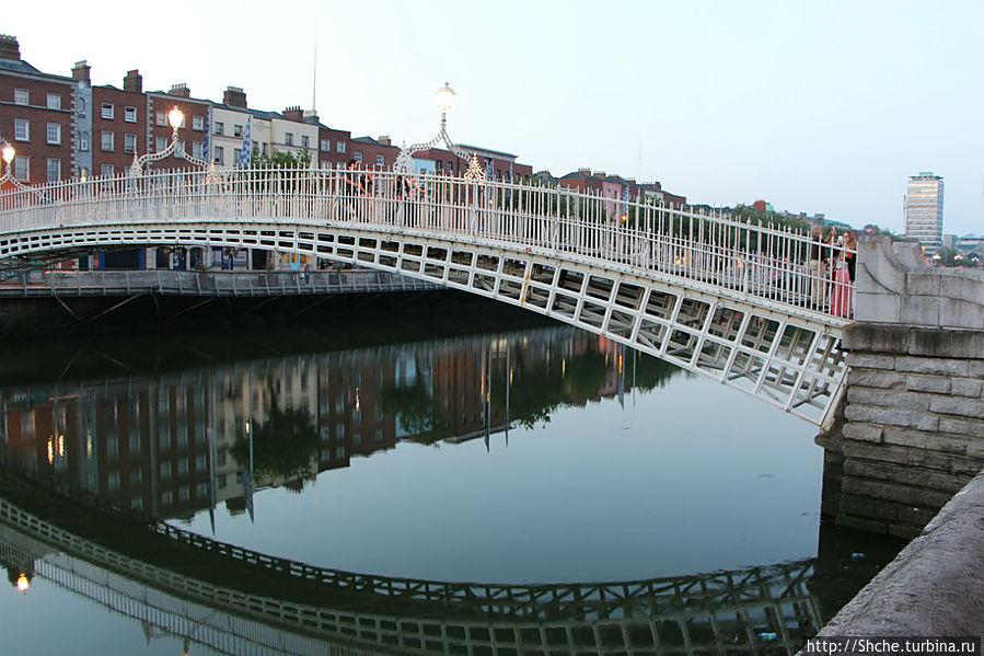 Сумерки на берегах реки Liffey Дублин, Ирландия