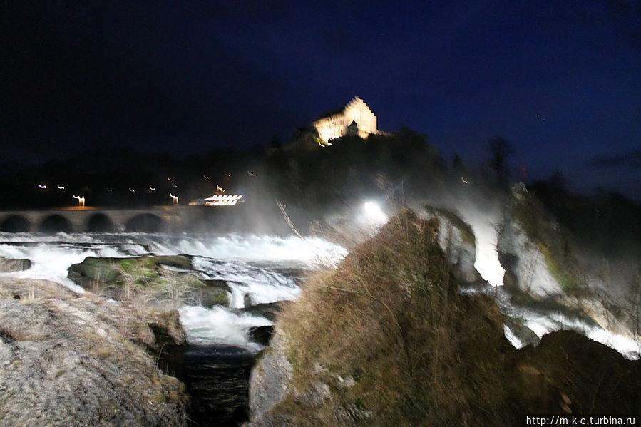 Рейнский водопад ночью Шаффхаузен, Швейцария