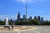 Вид на даун-таун Филадельфии с эспланады перед музеем.