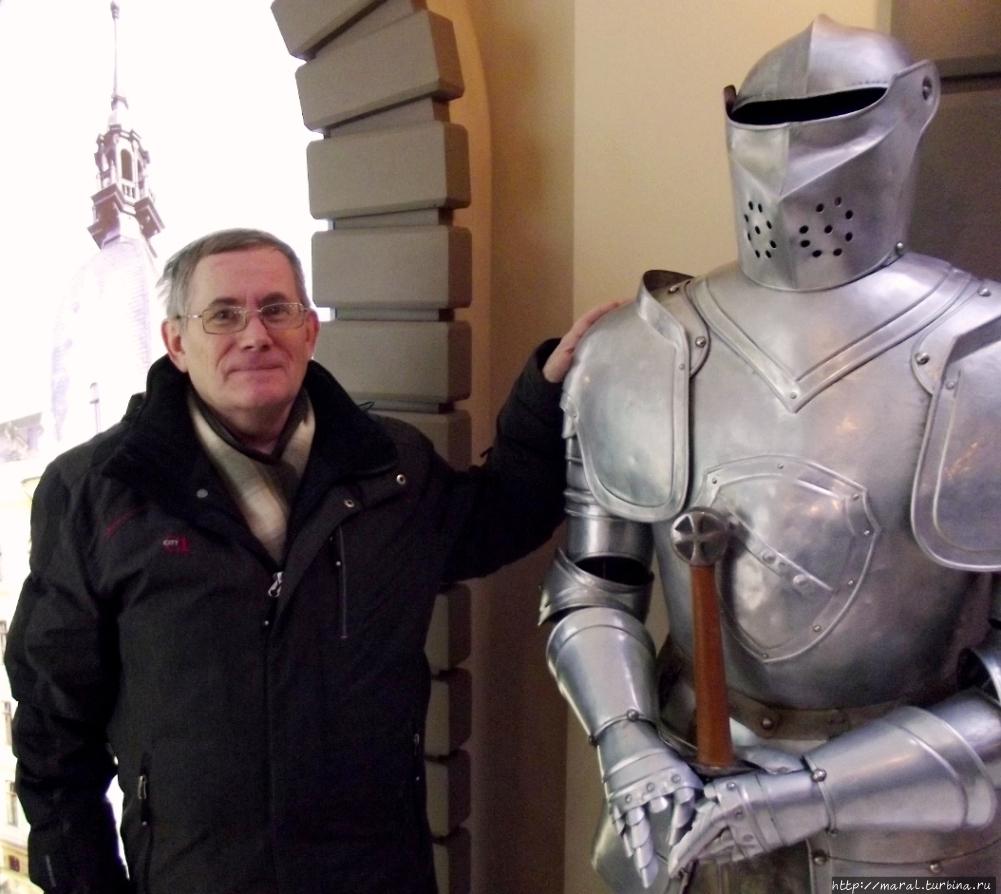 В прогулке по новогодней Риге меня сопровождал ливонский рыцырь Зигфрид — я его назвал первым же именем, что пришло на ум. Рига, Латвия