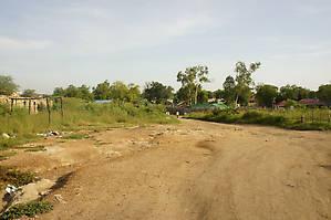 Чуть в сторону от асфальта — и Джубу сложно отличить от любой другой восточноафриканской деревни.