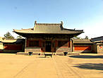 Домик со статуей будды