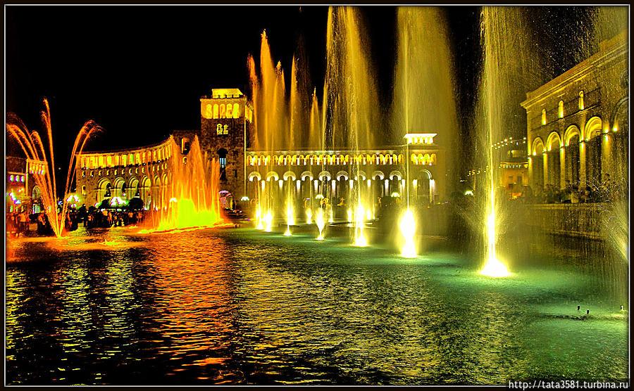 Цветные поющие фонтаны Ереван, Армения