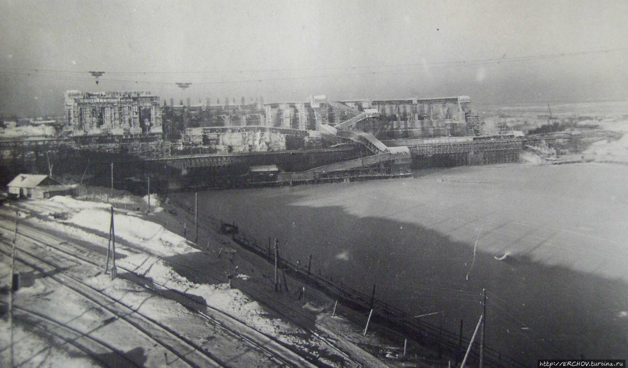 Январь 1940 г. Монтаж первого агрегата Углической ГЭС. Фото из интернета.