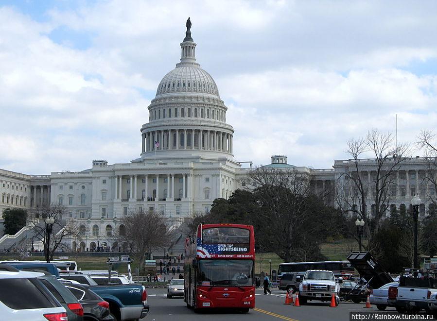 Автобус у Капитолия Вашингтон, CША