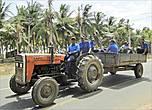 Современная техника Шри-Ланки напомнила мне трактор 30-х годов, тот, что бороздил колхозные поля в фильмах Пырьева